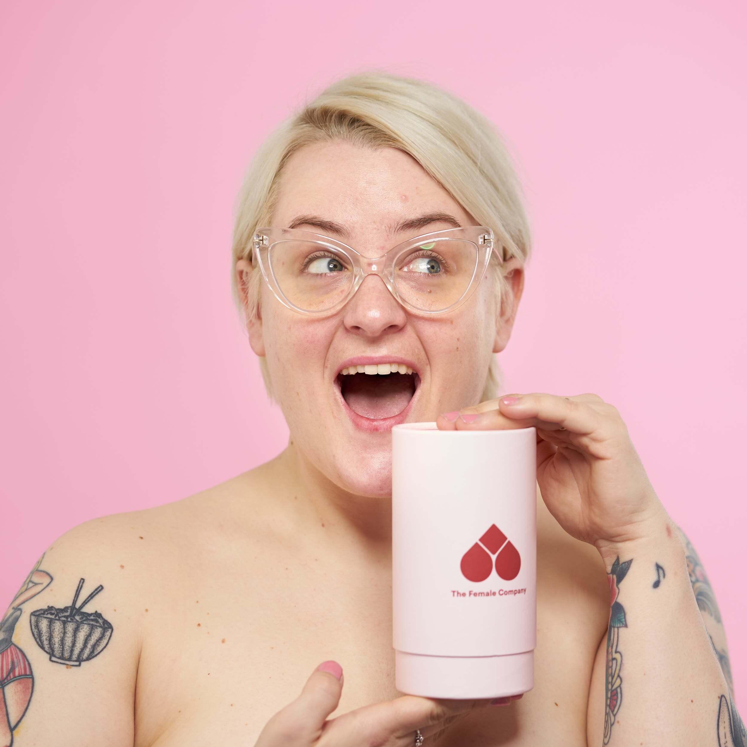 Naked und ungeschminkt: Kim Hoss mit unser Naked Box für Bio Tampons